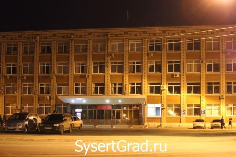Ночью площадка перед администрацией место встречи молодёжи