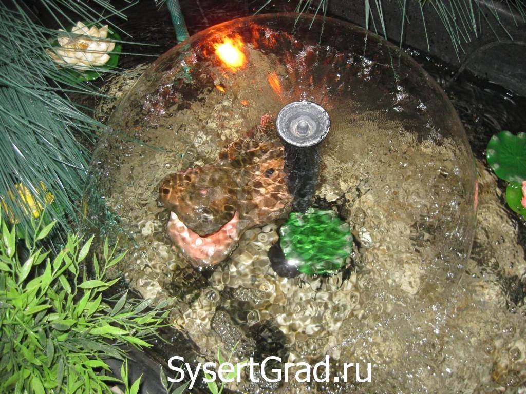Бегемот в фонтане ресторанно-гостиничного комплекса «Смирновъ»