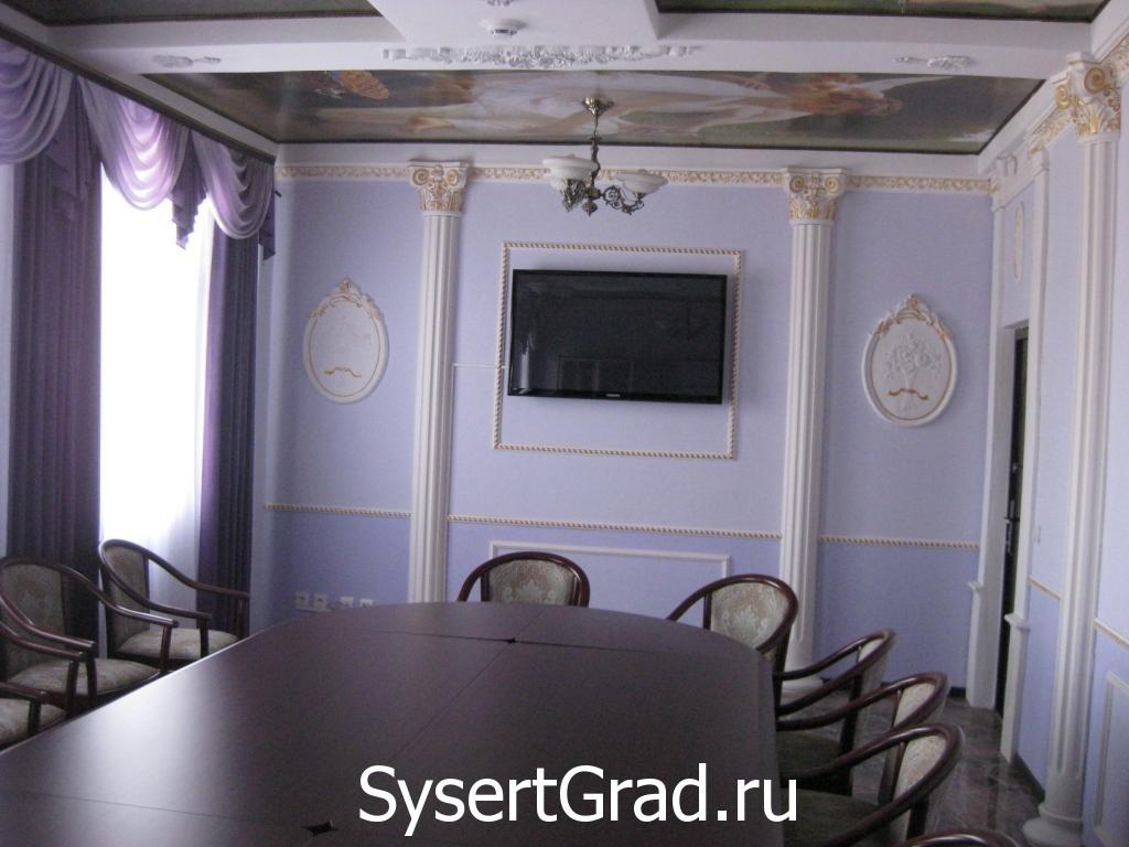 Dlja provedenija prezentacij ustanovlen bol'shoj monitor v VIP-zale restoranno-gostinichnogo kompleksa «Smirnov»