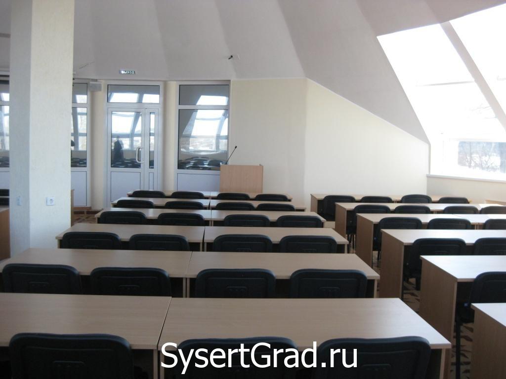 V konferenc-zal restoranno-gostinichnogo kompleksa Smirnov  mozhno provodit' vystavki, prezentacii