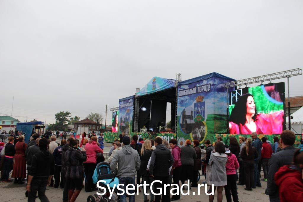 Выступление цыган на дне города Сысерть