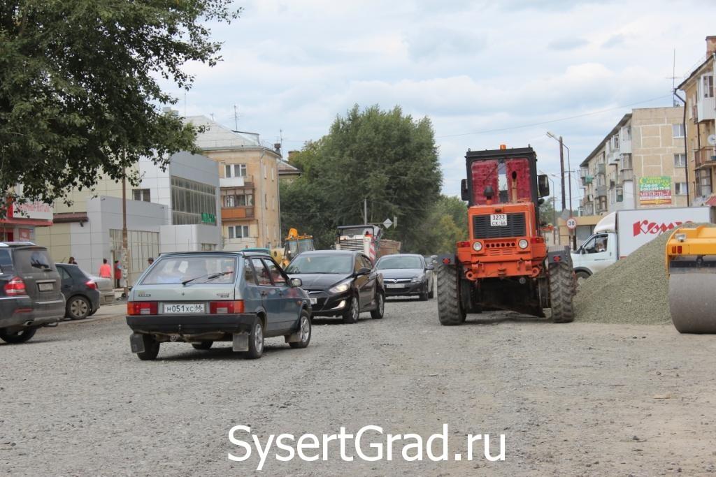 Автомобилям в центре Сысерти трудно разъезжаться