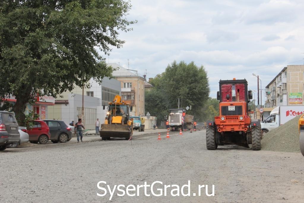 Состояние дороги в центре Сысерти на 30 июля