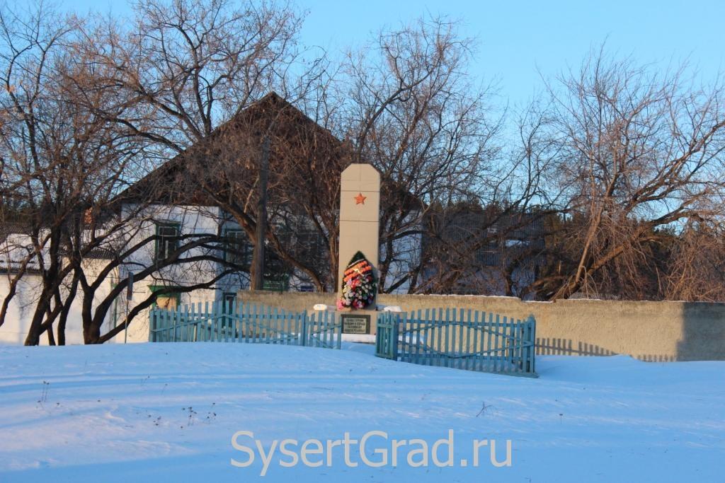 Памятник  павшим воинам ВОВ в поселке Асбест