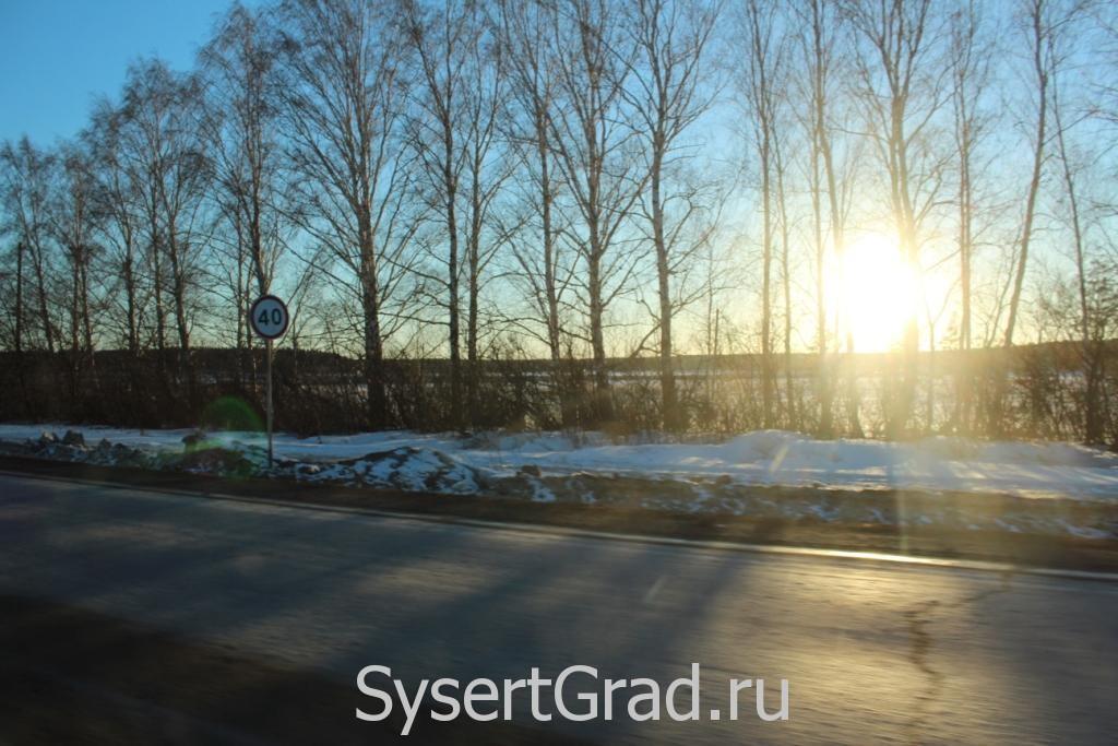 Знак ограничения скорости при въезде в Ольховку