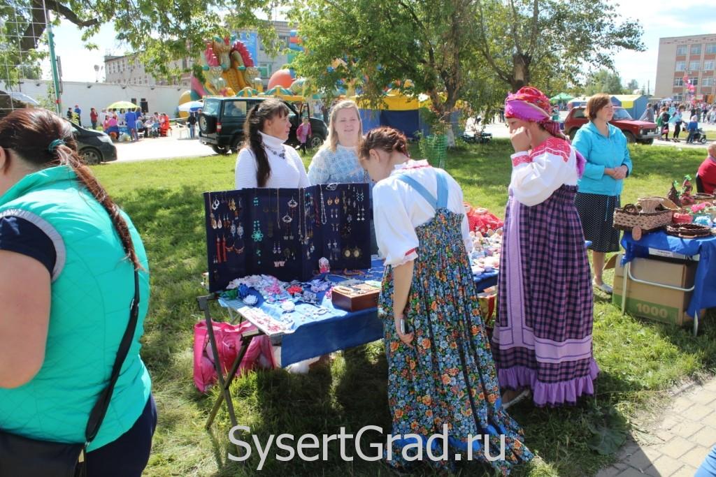 Продажа сувениров на Дне города 2015