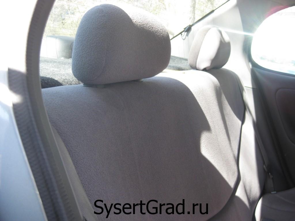 Задний ряд сидений в Toyota Platz