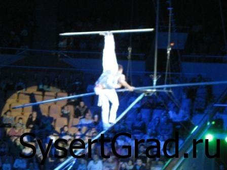 Канатоходцы в цирке