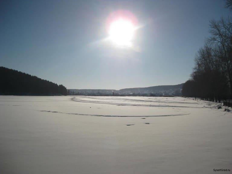 Яркое Сысертское солнце над рекой
