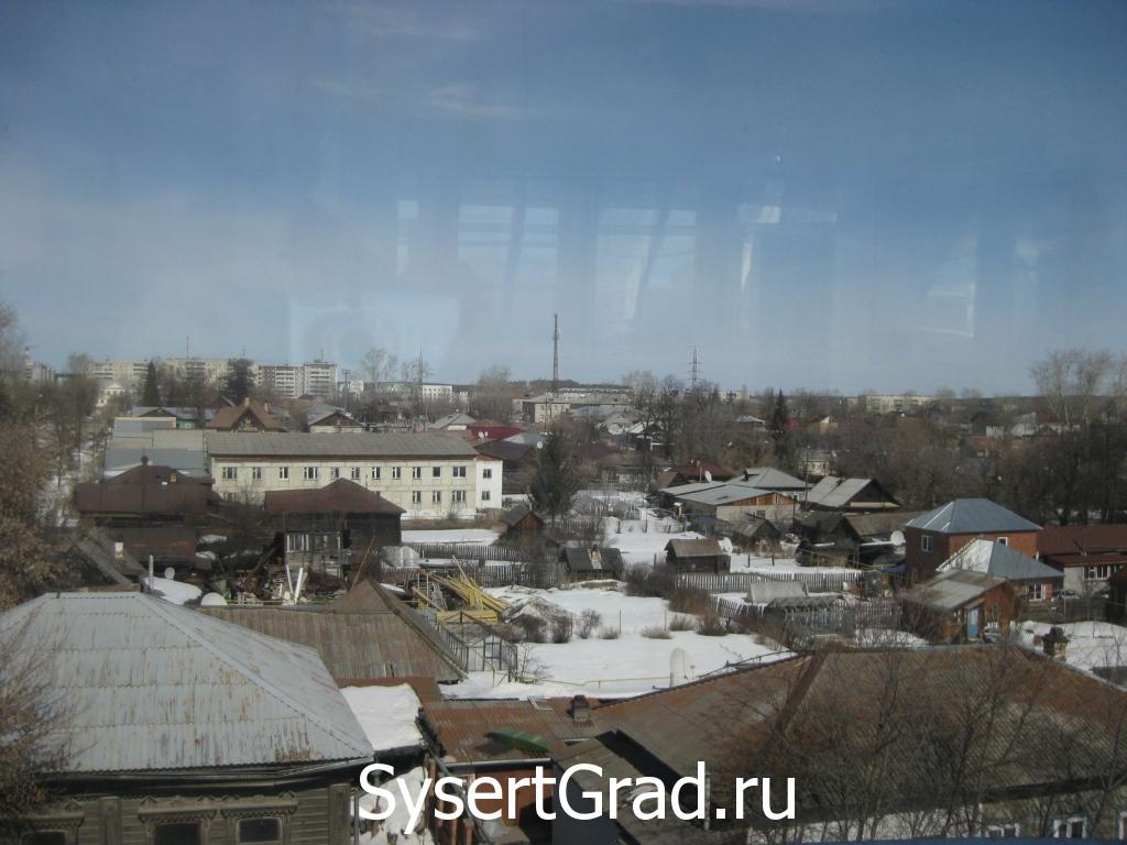 Vid iz okna konferenc-zala restoranno-gostinichnogo kompleksa Smirnov