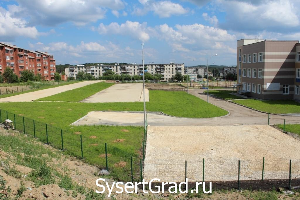 Стадион у школы