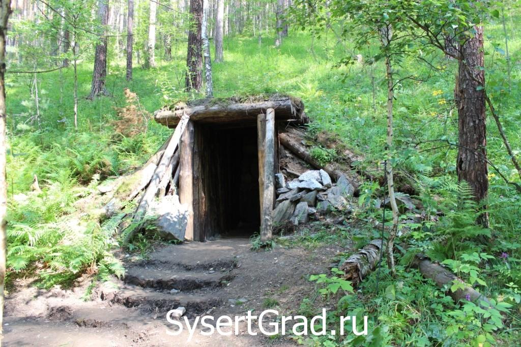 Вход в шахту по дороге на Тальков камень