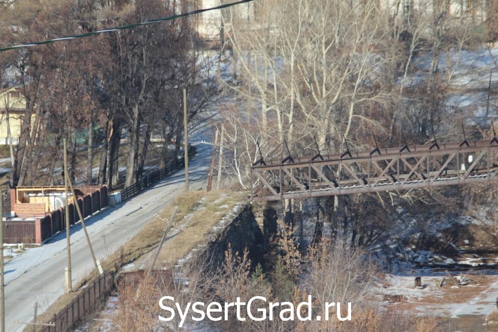 Руду поднимали на лошадях по выложенной из камня дороге - фотография подъема