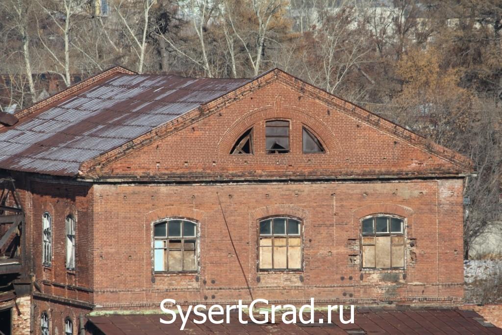 Здание завода в хорошем состоянии - качество кирпичной кладки