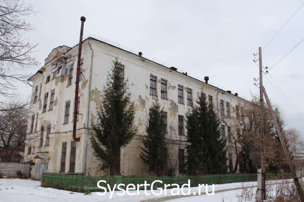 Здание Всероссийского института гидромашиностроения (ВИГМ) в Сысерти. Постройка красивая. Здесь я проходил обучение.