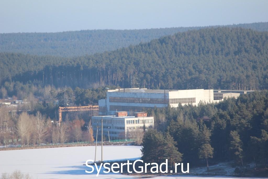 Механосборочных цех УГМ. Фото на фоне леса.