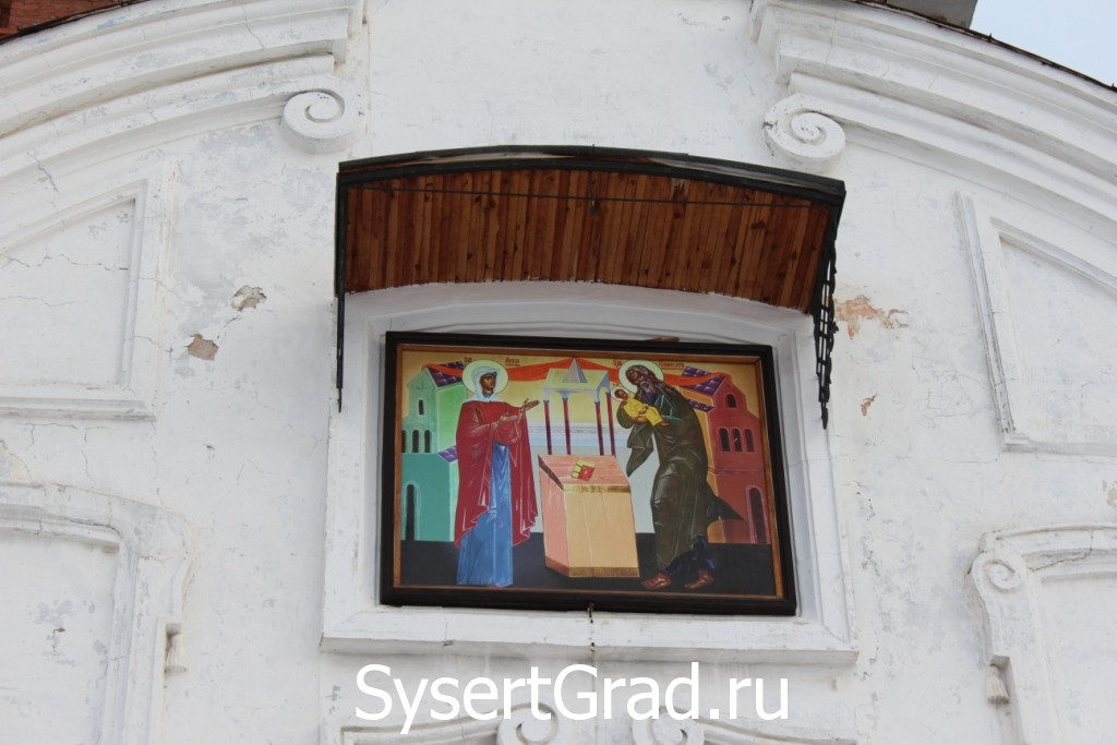 Икона над входом в церковь Симеона и Анны