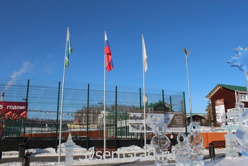 Флаги в конноспортивном клубе Белая Лошадь