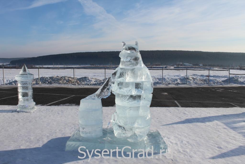 Ледяная фигура в конноспортивном клубе Белая Лошадь