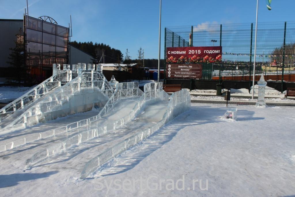 Ледяные горкив конноспортивном клубе Белая Лошадь