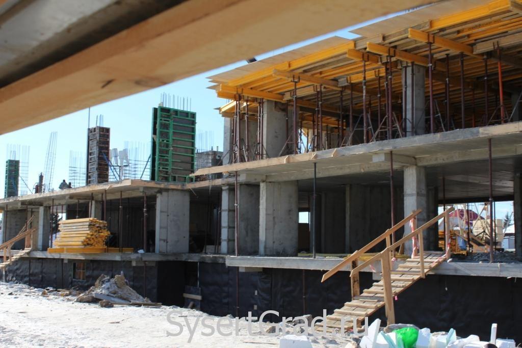 На стройке в Микрорайоне строят второй этаж 14 февраля 2015 года