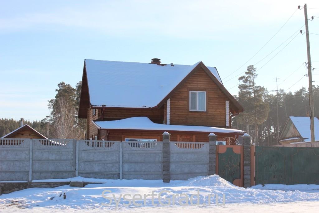 Один из домов поселка Школьный
