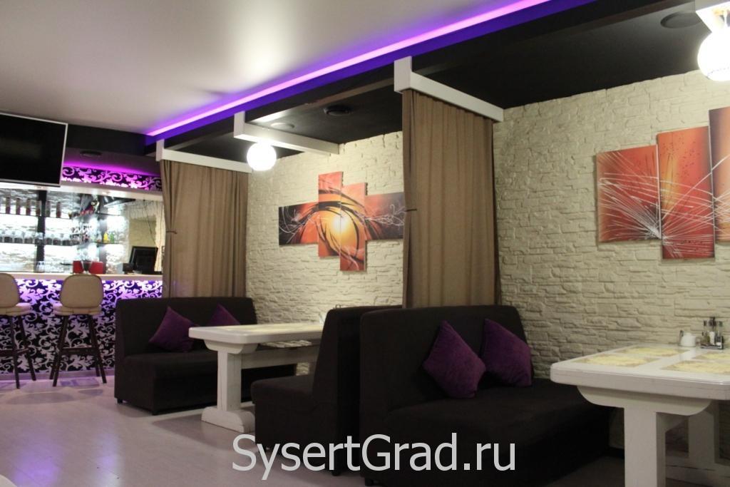 Оформление стены напротив в кафе-баре итальянской кухни Sunrise