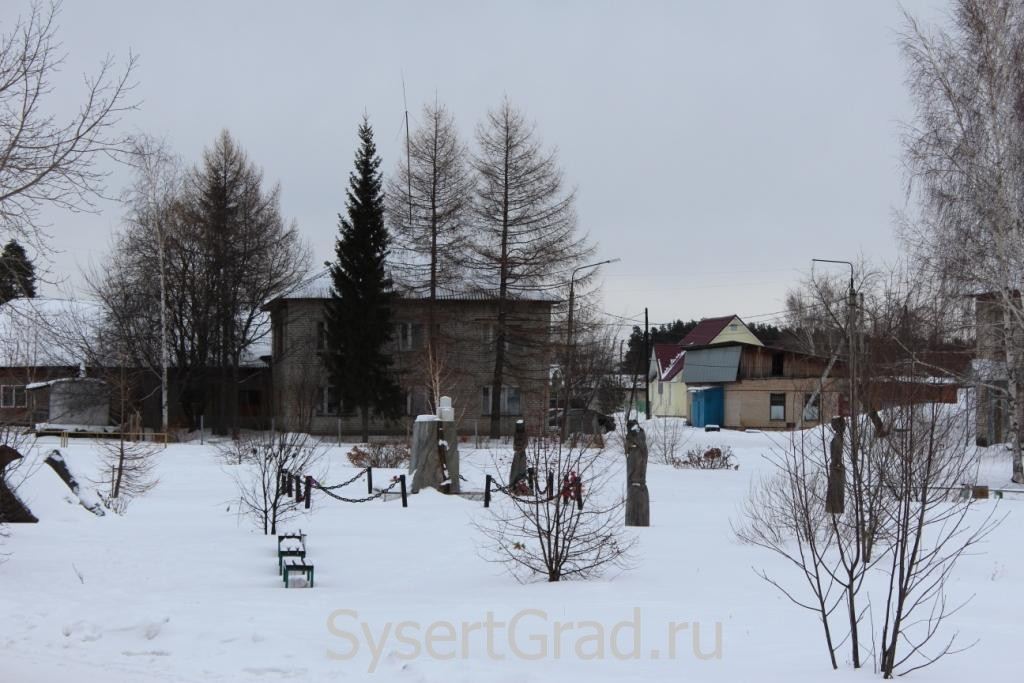Памятник на территории ЦРБ