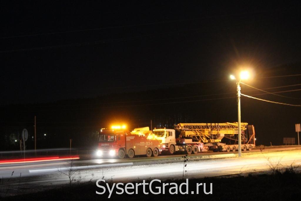 Грузовая эвакуация у поста ДПС Сысерти