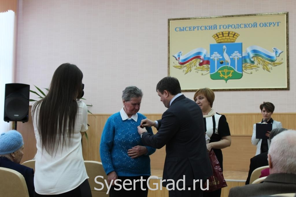 Вручение медалей в администрации Сысерти