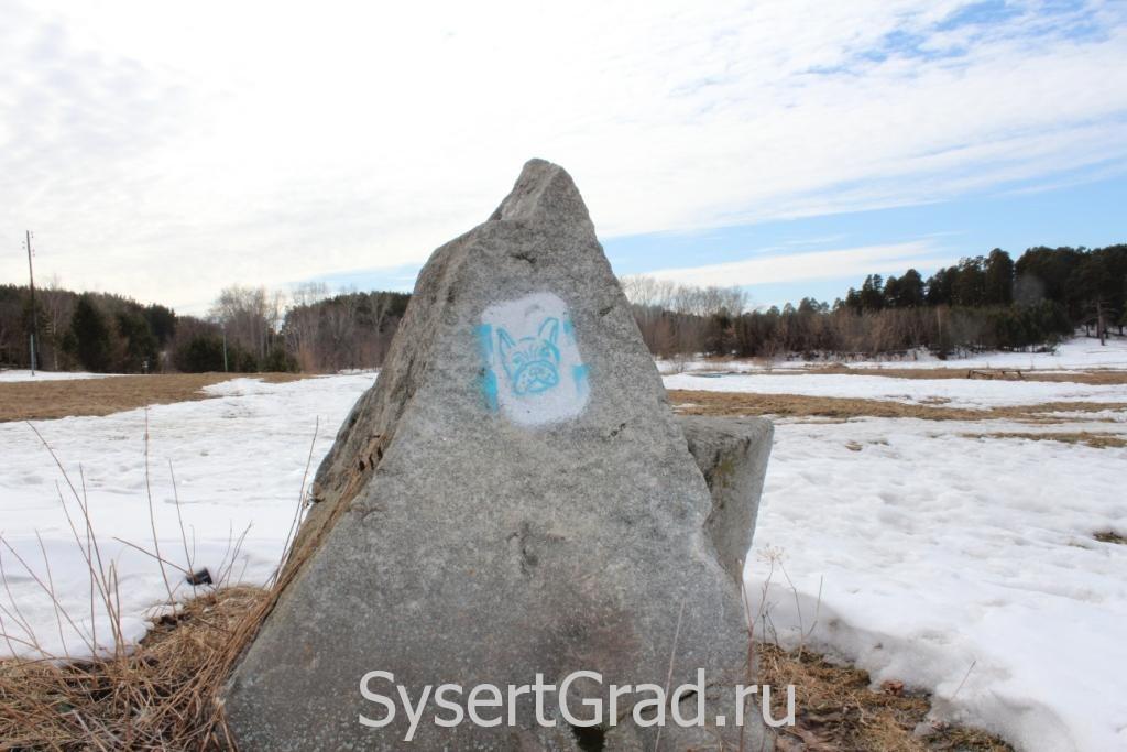 Камень на пляже