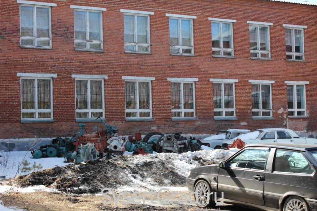 Учебный инвентарь вынесен на улицу