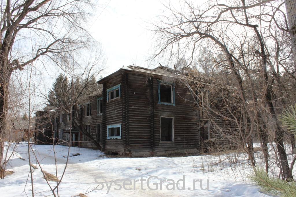 Заброшенное здание на территории техникума Родник