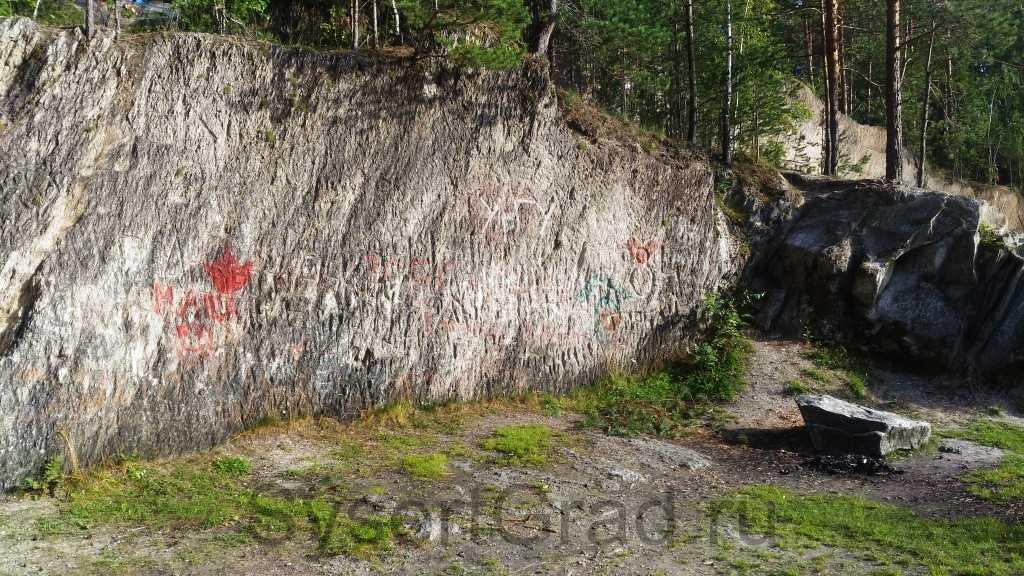 Автографы на Тальков камне