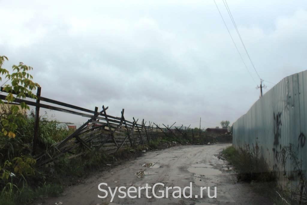 После дождя на чистой машине на АЗС Башкирские Нефтепродукты в Сысерти заезжать не хочется