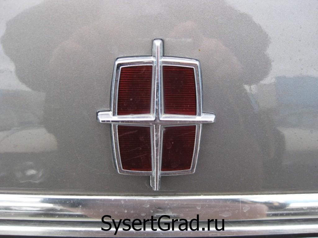 Логотип на Lincoln Town Car