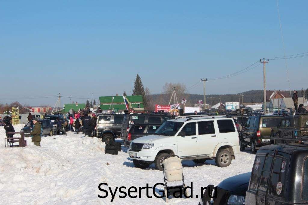 На стоянке в основном УАЗы. Снежный десант