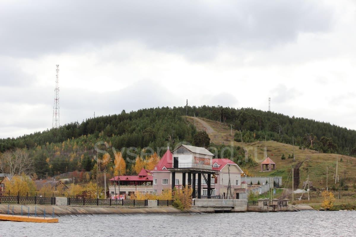 Гора в Сысерти одна из главных достопримечательностей. Координаты 56.486614, 60.812354